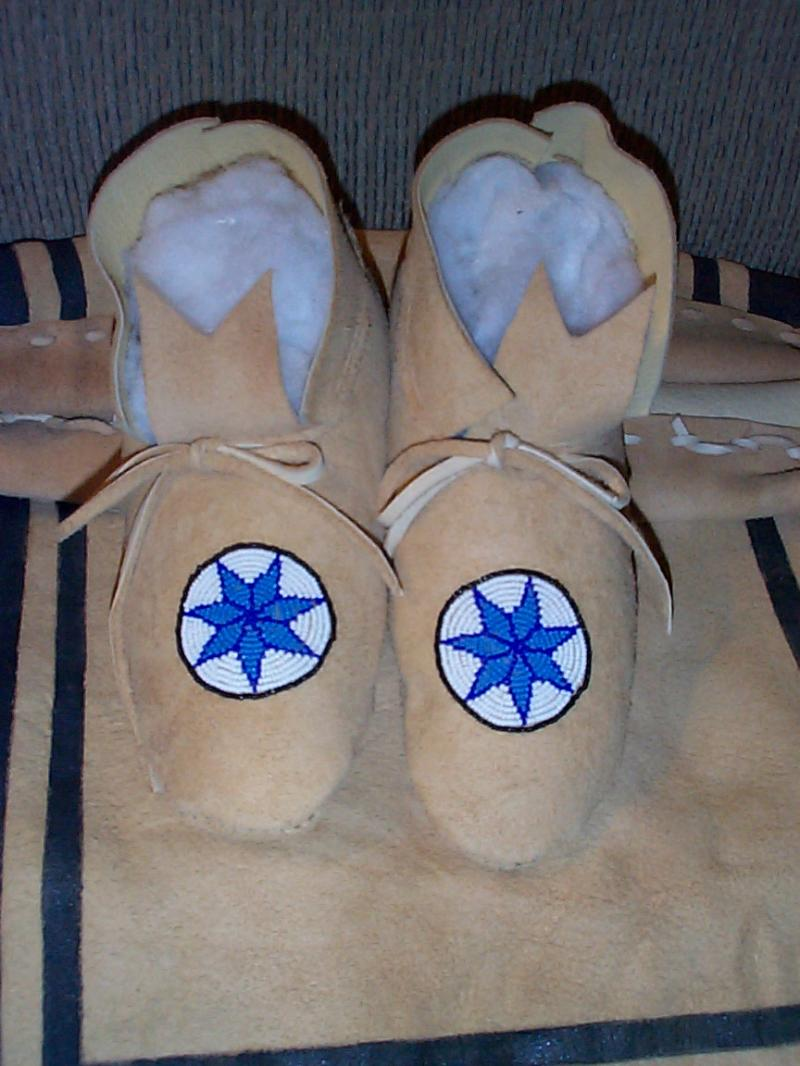 MOCCASINS WITH BEADED CHEROKEE STAR ROSETTE ON PLAINS STYLE MOCCASINS
