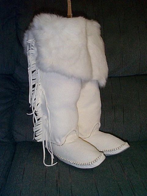 WHITE TALL BOOT WITH RABBIT FUR